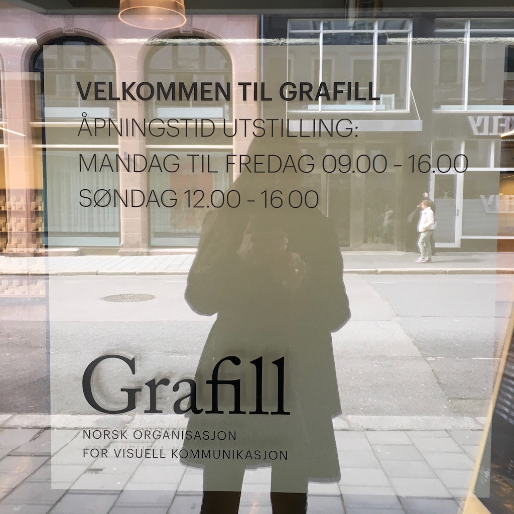 Here I am outside Grafill's premises at Rosenkrantz' gate 21, Oslo, looking in at the exhibition.